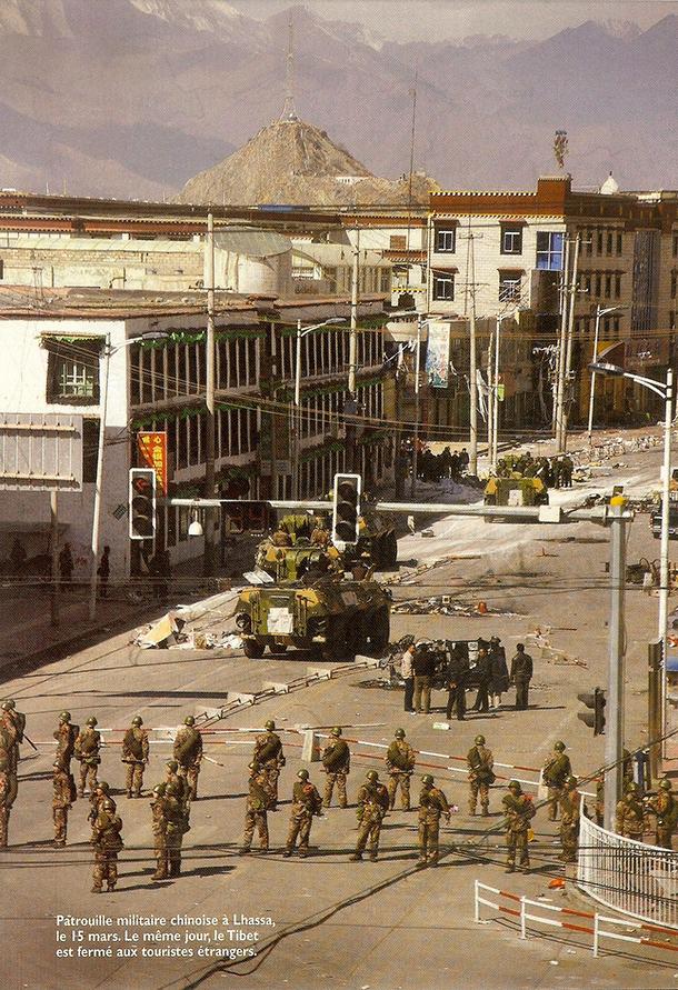 patrouille-militaire-lhassa