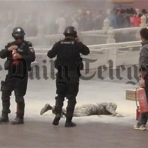 Un homme s'immole place Tiananmen...