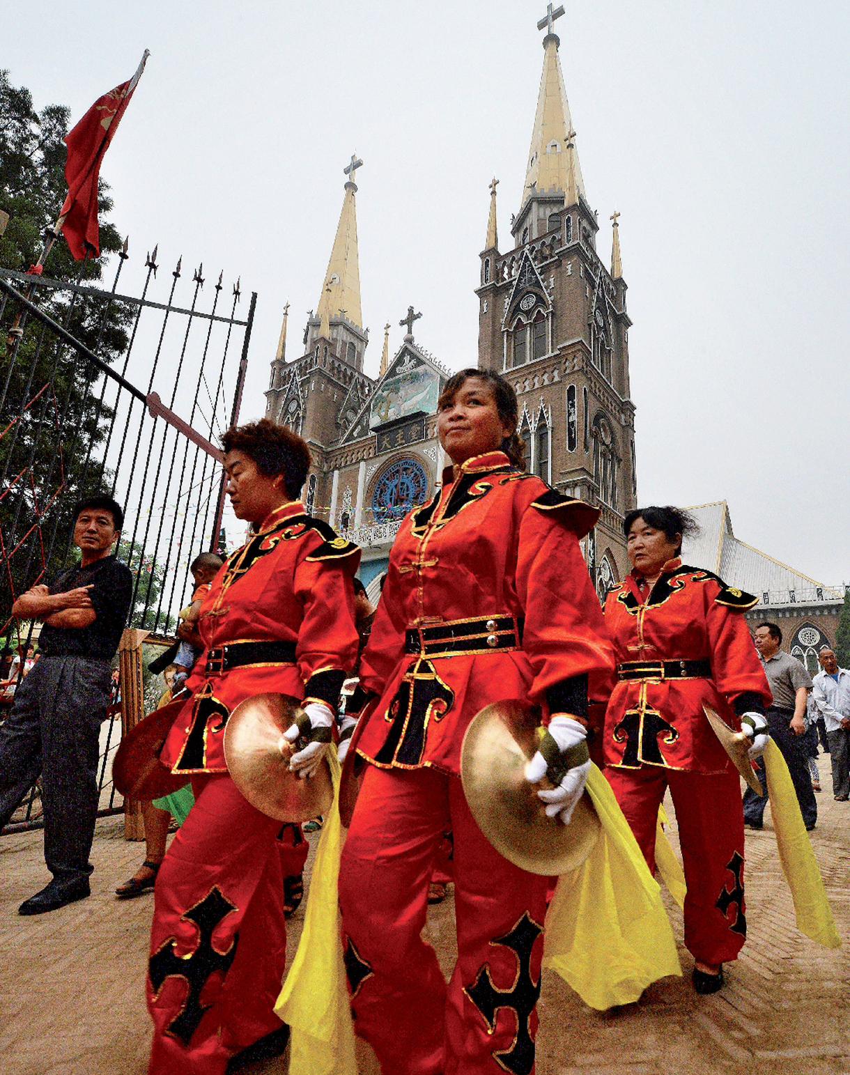 Une procession en l'honneur de la Vierge Marie part du sanctuaire de Donglü, le 26 mai 2013