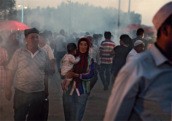 La population ouïgoure à Kachgar, dans l'ouest du pays