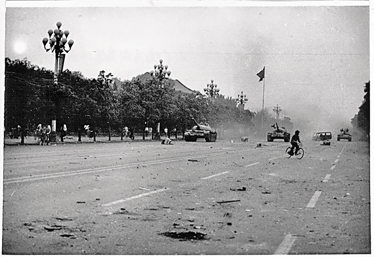 tiananmen square incident 1989 compare 1984 Tiananmen square incident(1989) - compare to 1984  of tiananmen square lie silent they gave their life and spoke for all of us when they bravely took to the stage at the spring of 1989.