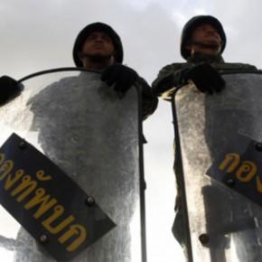 L'armée va-t-elle tuer la démocratie?