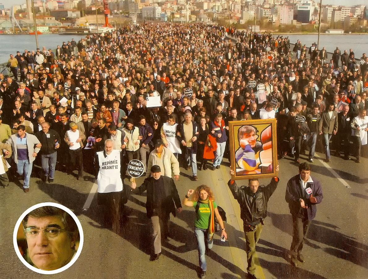 23 janvier: des dizaines de milliers de personnes aux obsèques de Hrant Dink (en médaillon)