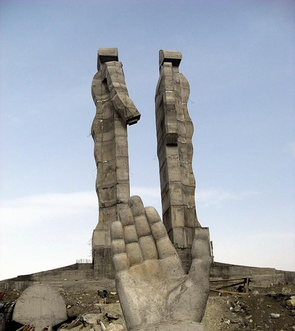 Monument de Kars. (jamais achevé il finira par être détruit sur ordre de Erdogan)