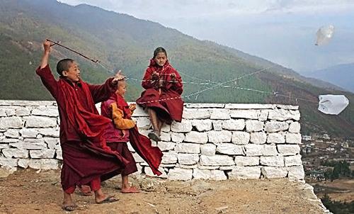 Des jeunes moines au monastère de Dechen Phodrang, au nord de Thimphu