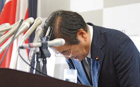 Yoshio Hachiro, ministre de l'Économie, démissionne une semaine après sa nomination.