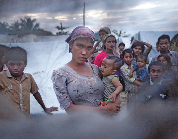 Des familles rohingya, une minorité musulmane, dans un camp de personnes déplacées à Sittwe
