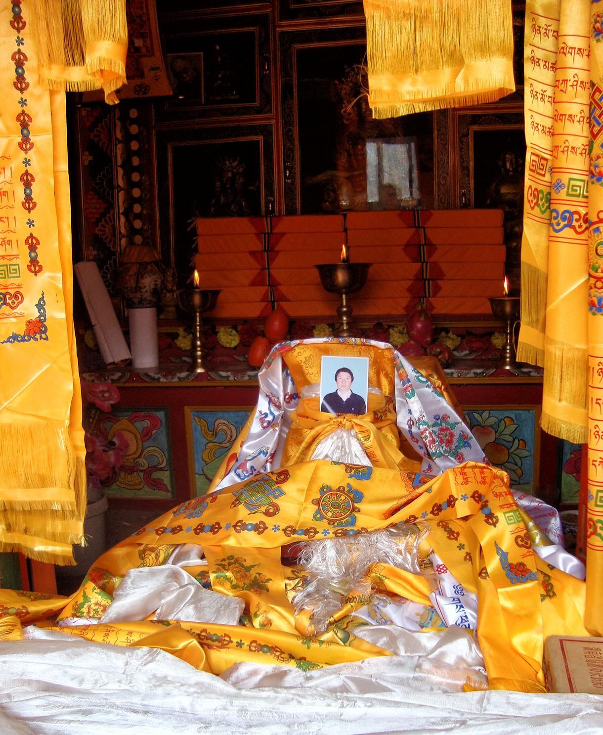 L'autel dédié à Sonam, trentième Tibétain à s'être immolé par le feu