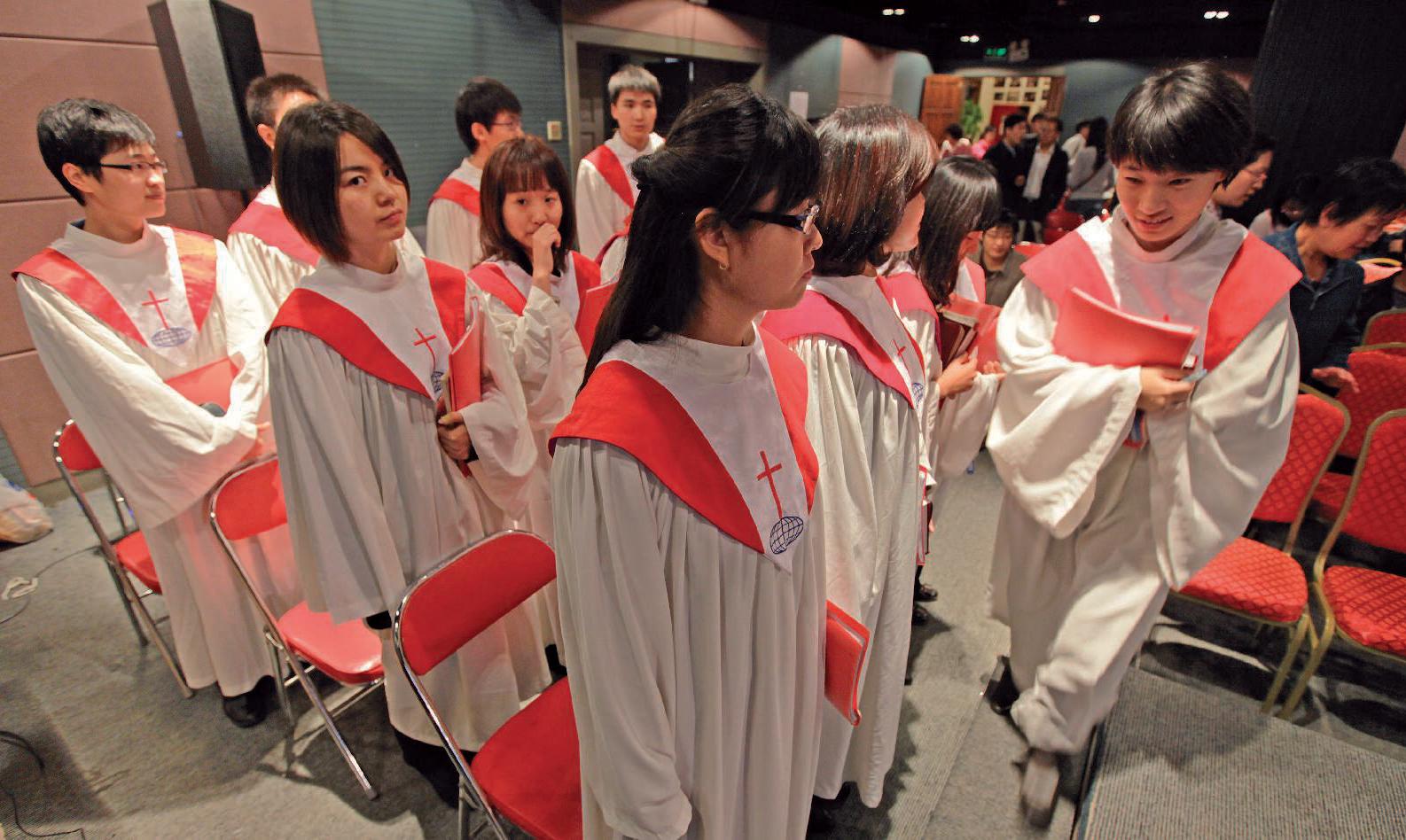 À Pékin, en octobre 2010. Des membres de Shouwang attendent le début de l'office du dimanche