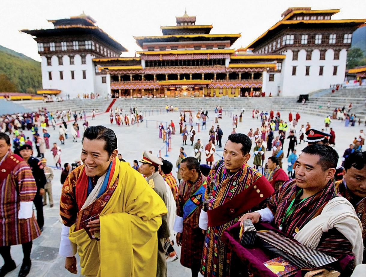 Le roi Khesar, 26 ans, 5e de la dynastie Wangchuk, devient le premier souverain constitutionnel du Bhoutan, le 8 novembre 2008