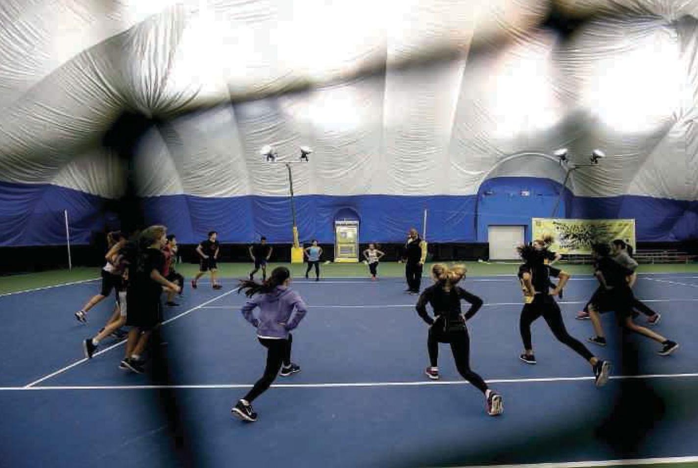 À la Western Academy of Beijing, des dômes protecteurs ont été installés sur quatre terrains de sport pour les étudiants.