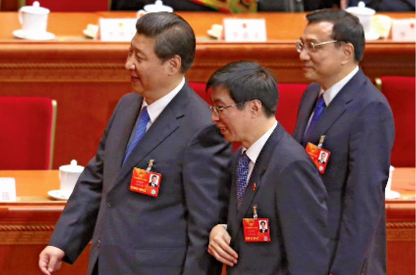Xi Jinping et Wang Huning (au centre)