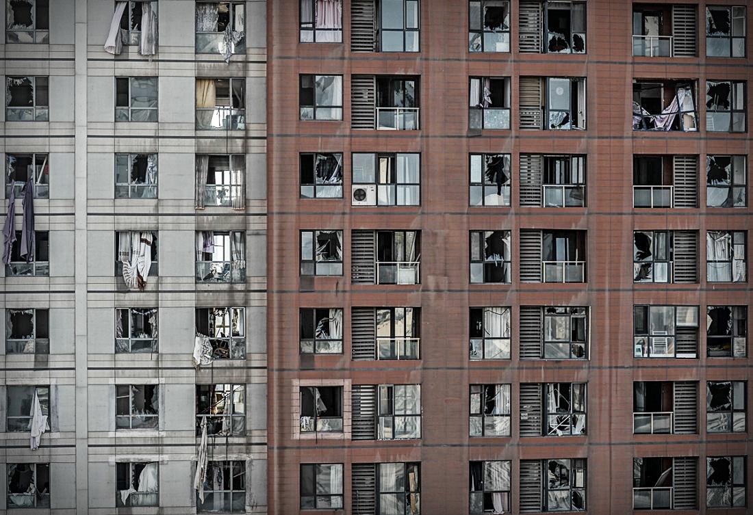 Près du site de l'explosion, des immeubles endommagés