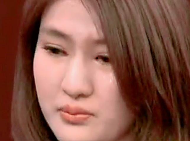 Au cours d'une interview télévisée, Guo Meimei a raconté comment elle avait obtenu le titre de Directrice générale de la section commerciale de la Croix Rouge, avant de fondre en larmes.