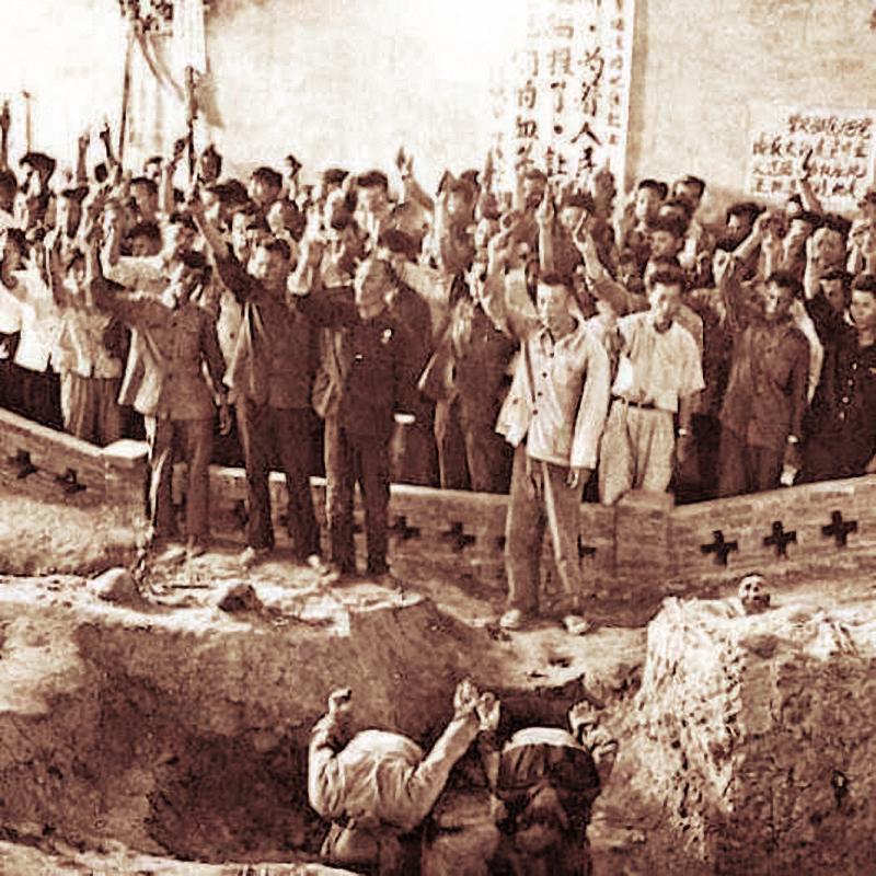 «Session de lutte», vers 1968. Après leur exécution, les victimes étaient parfois dévorées lors de «banquets révolutionnaires».